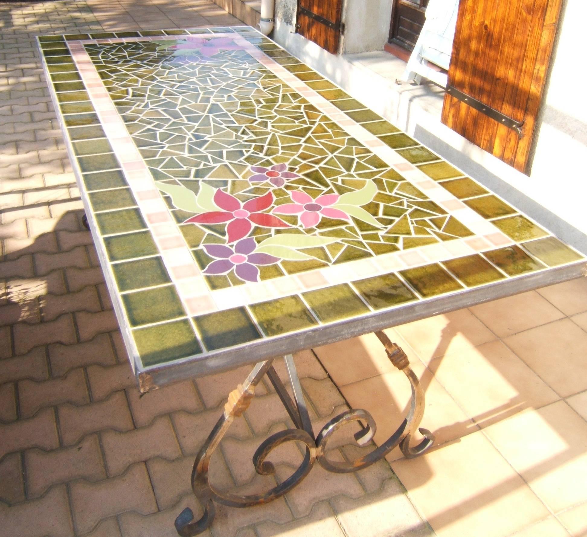 Emejing table de jardin en fer forge mosaique contemporary for Table exterieur fer forge mosaique