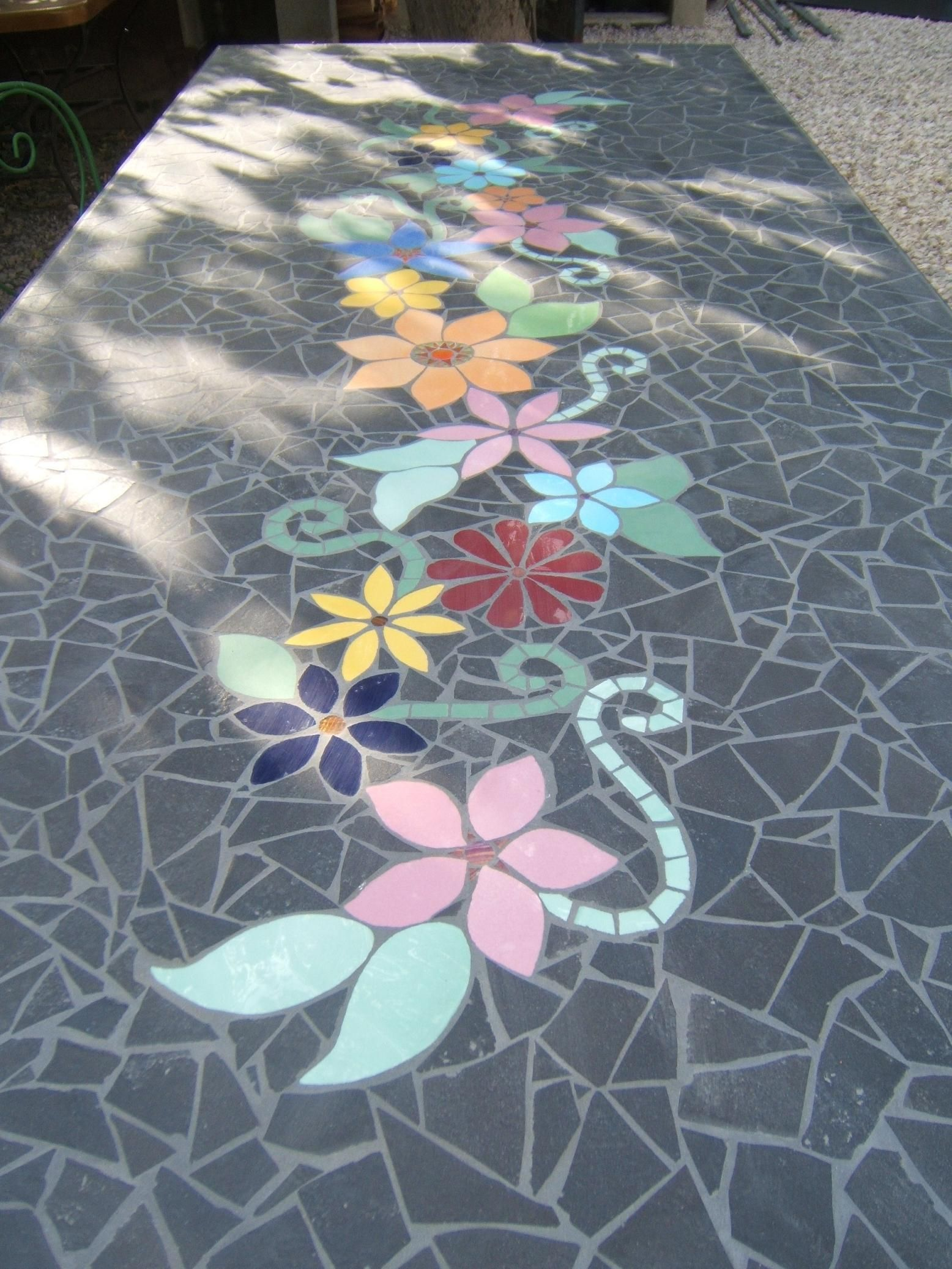 Mosaique - Table de jardin en carrelage ...